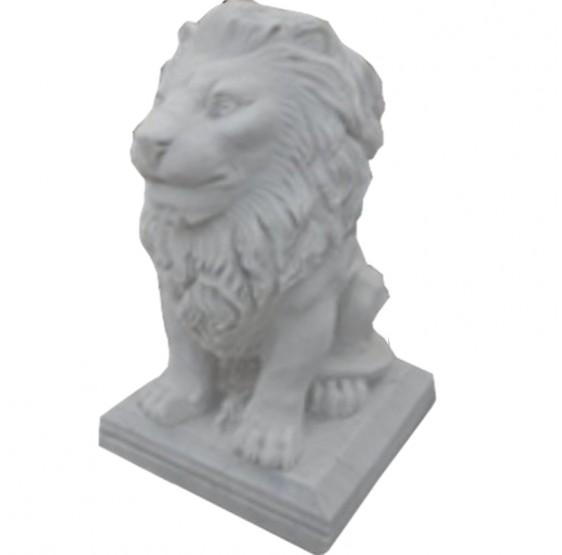 leon sentado